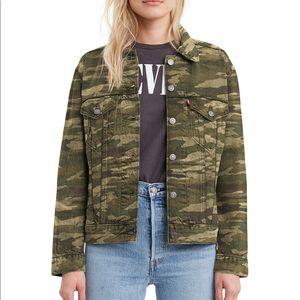 NWT Levi's Women's Denim Camo Trucker Jacket